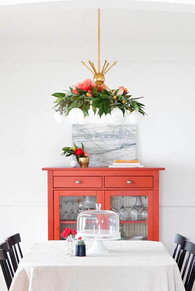 Lustre com flores e frutas
