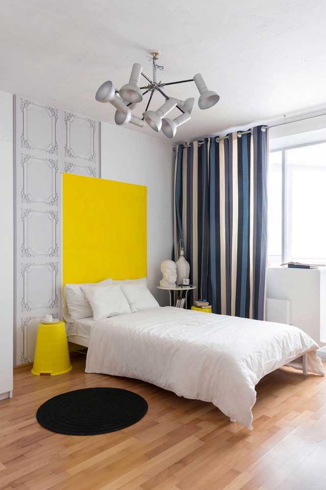 Lustre moderno direcionável para o quarto do casal