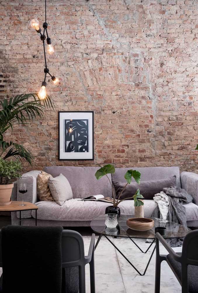 Lustre simples e moderno para valorizar a decoração rústica da sala de estar