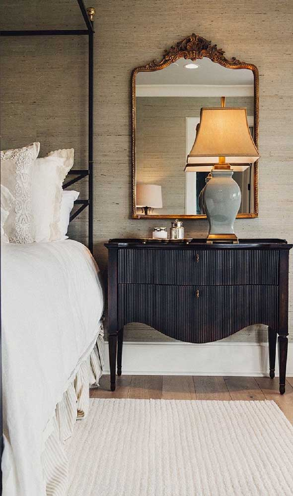 Uma cômoda como essa da imagem você pode garimpar em bazares de móveis usados