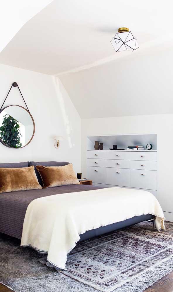 Quer poupar ainda mais espaço no quarto? Coloque a cômoda embutida na parede