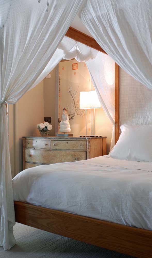 Cômoda vintage: perfeita para combinar com a cama com dossel