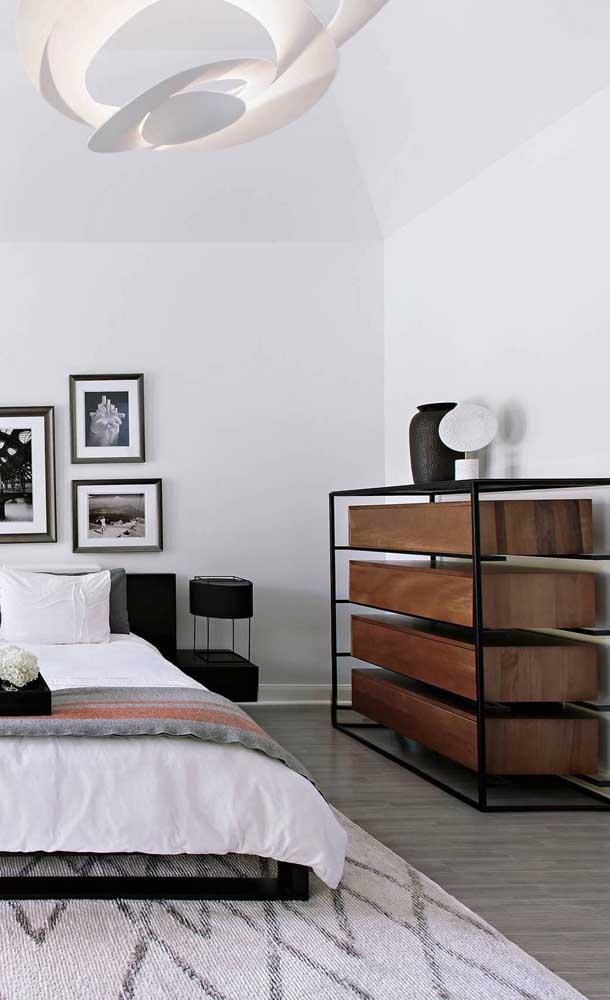 Um modelo super moderno de cômoda para quarto. Repare que as gavetas são abertas