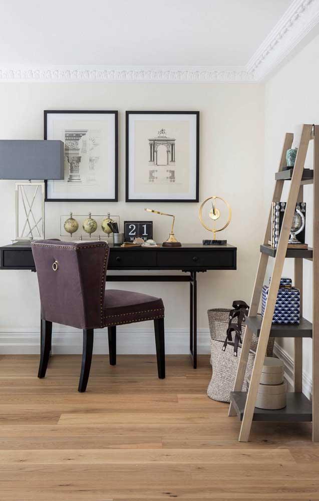 Seja para organizar ou para facilitar a rotina, a escada estante merece um cantinho na sua casa ou no seu escritório