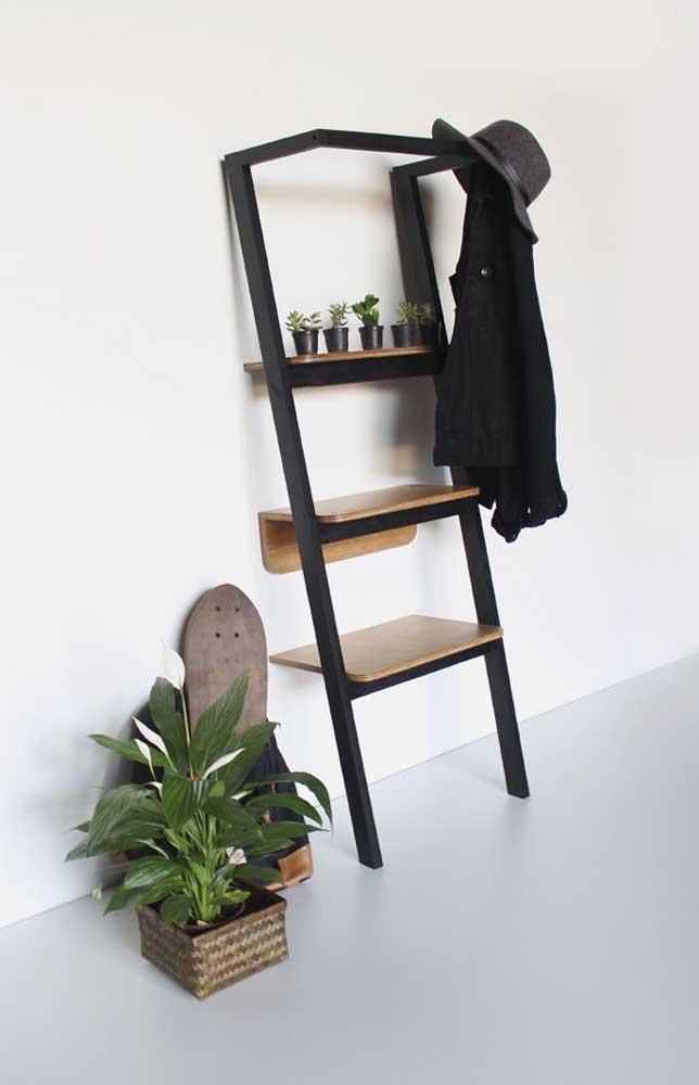 Estante escada preta para quem prefere algo mais elegante e sofisticado