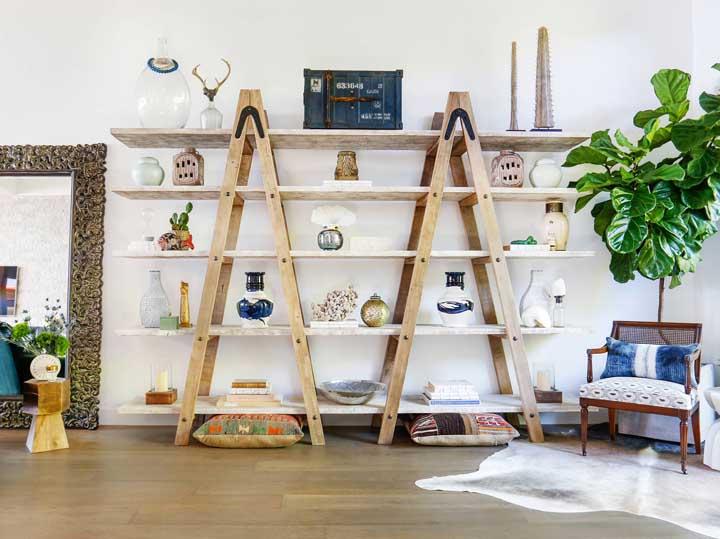 Estante escada: veja como fazer, por que ter uma em casa e fotos