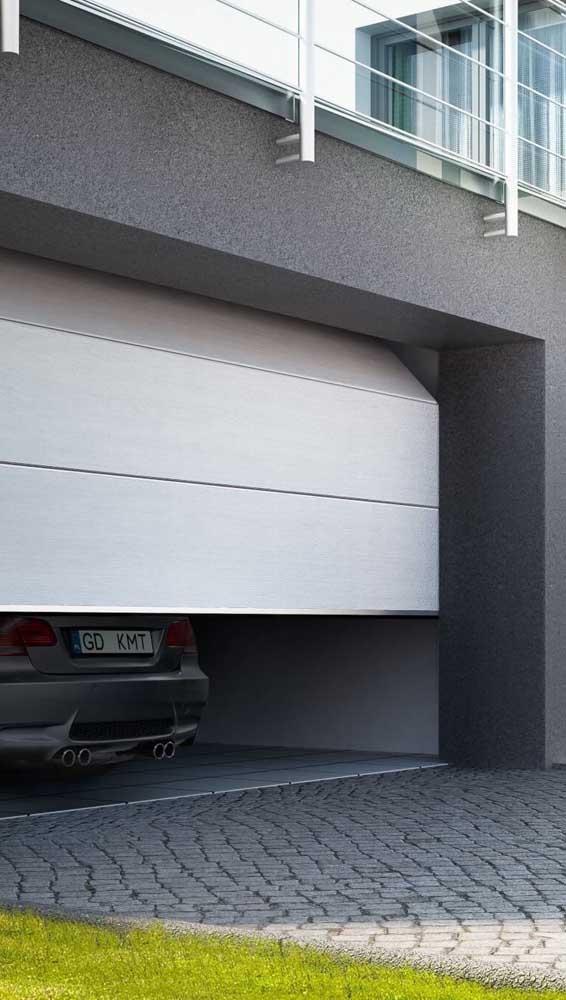 Portão basculante dobrável de alumínio. Um modelo diferente para você se inspirar