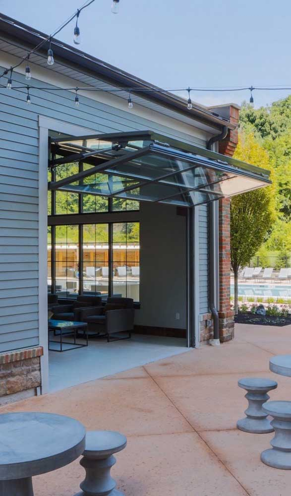 Portão basculante dobrável de vidro e alumínio