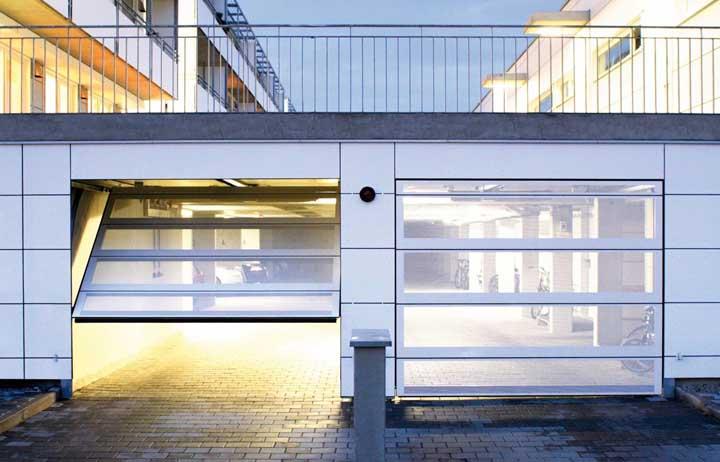 Em pousadas e hotéis, o portão basculante representa mais conforto e segurança para os hóspedes