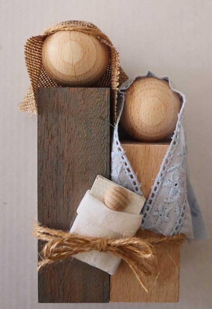 Pedaços de madeira criam as silhuetas desse presépio super diferente e original