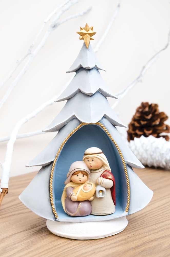 José, Maria e Jesus na árvore de Natal