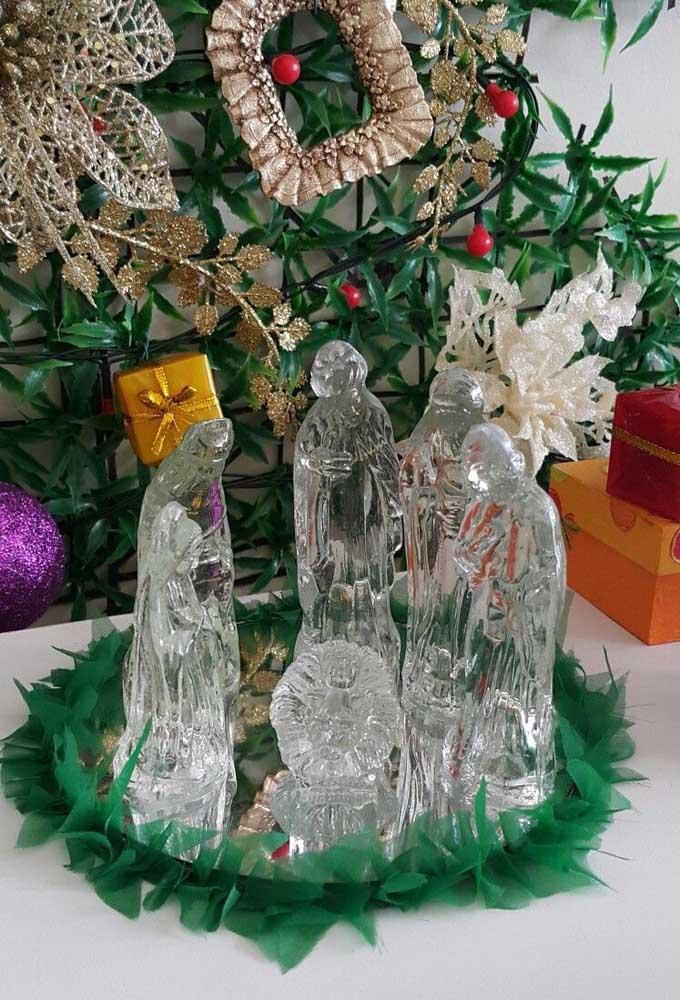 Belo presépio de vidro para decorar o natal