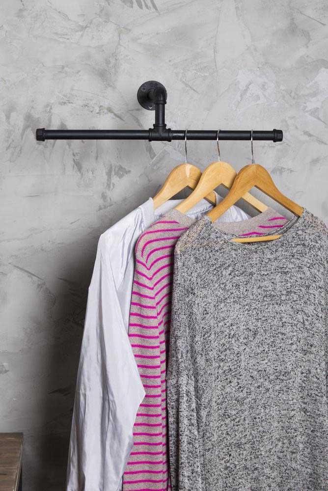 Arara de roupas de parede: praticidade para sua rotina