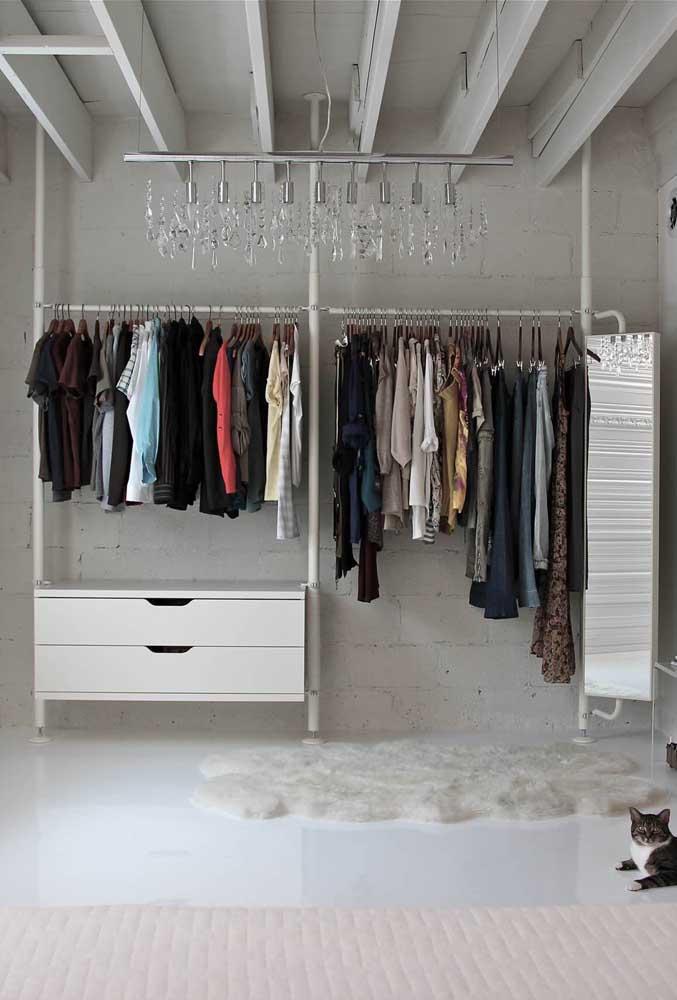 Arara de roupas dupla para o casal moderno