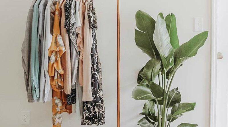 Arara de roupas: vantagens, dicas e fotos inspiradoras para escolher a sua