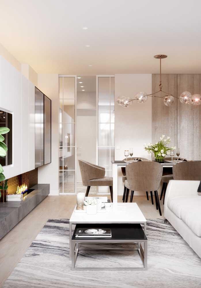 Uma sala elegante e sofisticada toda decorada em tons de bege e Off White