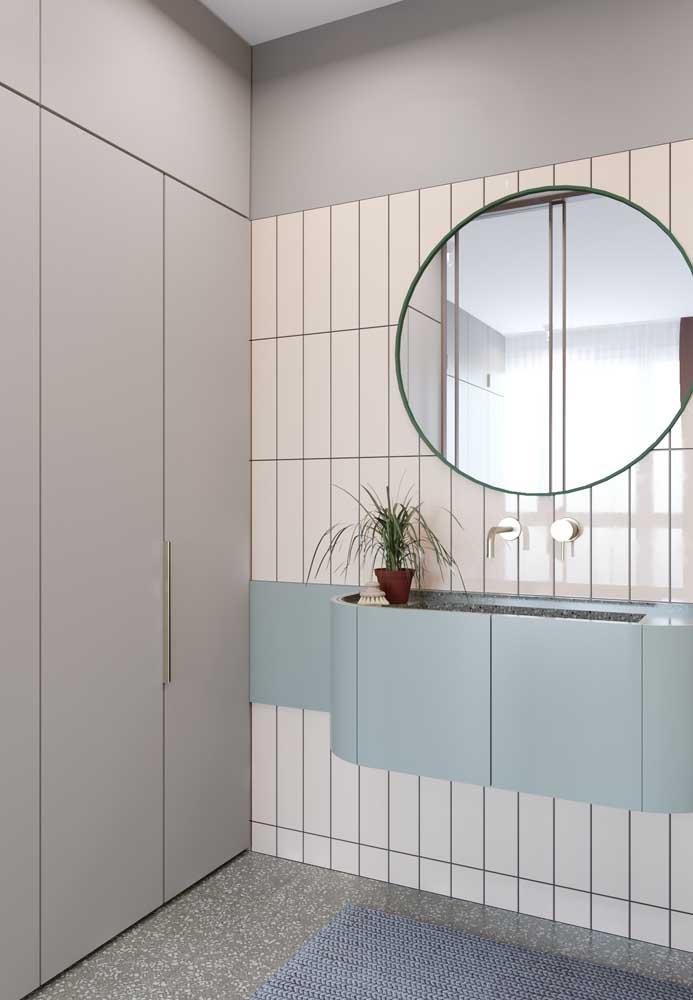 Quer um banheiro moderno? Então invista nessa paleta: Off White, cinza e azul