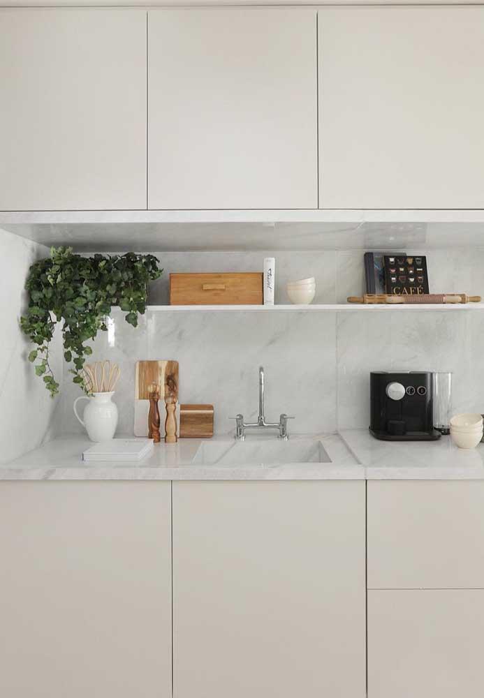 Armários de cozinha Off White para abrir e ampliar o ambiente