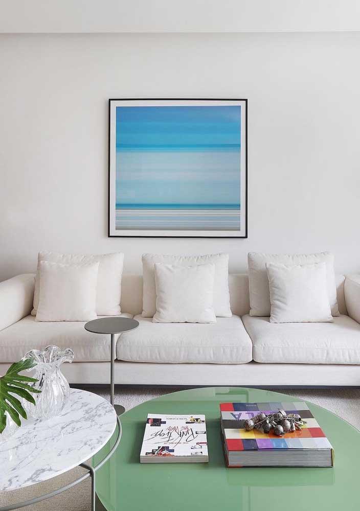 Pura tranquilidade essa sala em Off White com detalhes em azul e verde