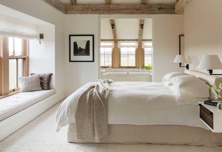Quarto rústico e elegante decorado em tons de Off White e elementos em madeira