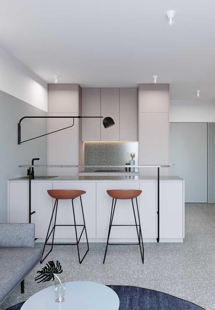 Suavidade e modernidade caminham juntas nessa cozinha em tons de Off White