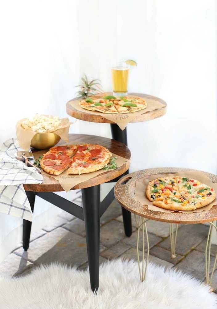 Improvise um cantinho especial só para servir as pizzas