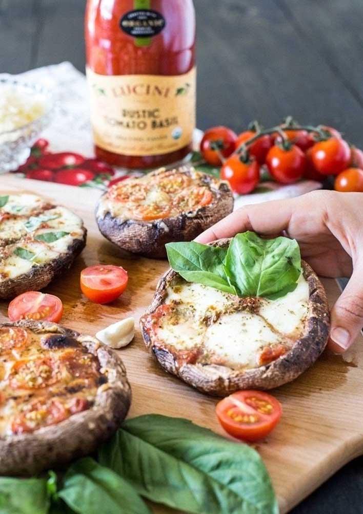 Porções individuais de pizza para servir os convidados com mais variedades