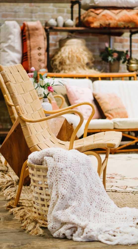 A manta de crochê também faz uma ótima composição com ambientes rústicos