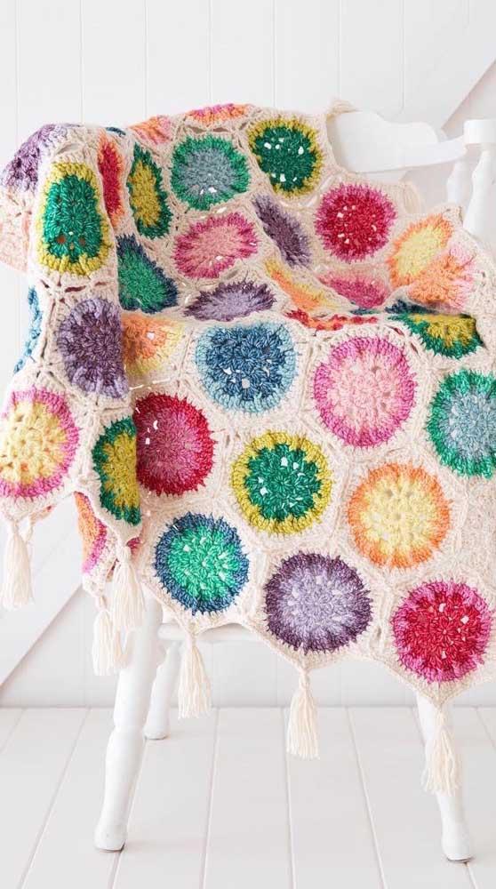 Manta de crochê patchwork para alegrar o quarto