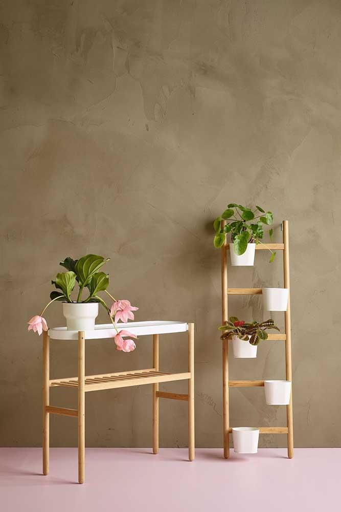 Conjunto de suporte para plantas feito de madeira. Ideal para plantas pequenas que você deseja destacar na decoração