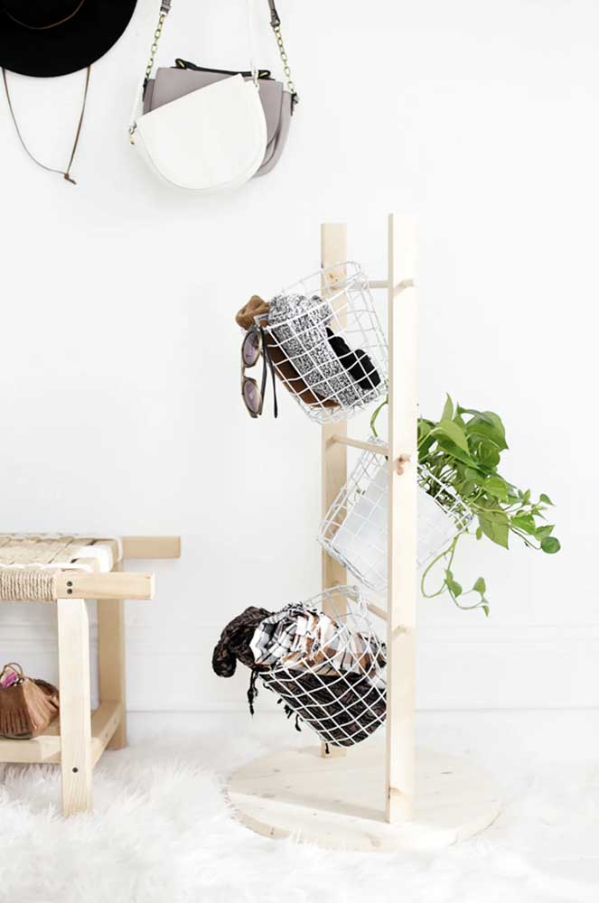 Os cestos aramados são super versáteis e podem ser usados como suporte para plantas
