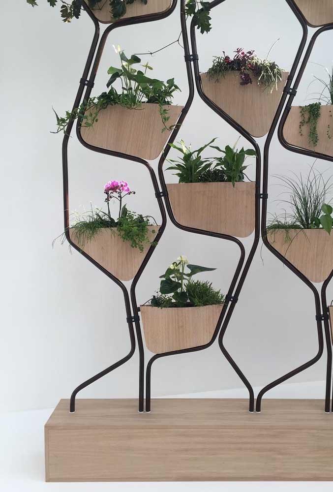 Aqui, os vasos são parte integrante do projeto do suporte