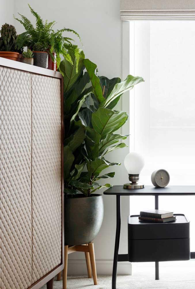 Suporte para vaso feito de madeira no melhor estilo DIY