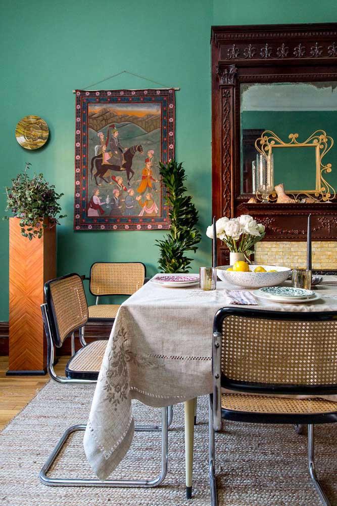 A sala de jantar contemporânea destacou as plantas através dos suportes em estilo pilastra