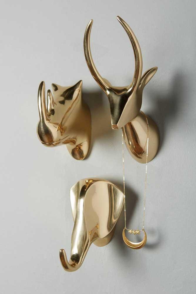 Animais metalizados como gancho de parede para as bijuterias