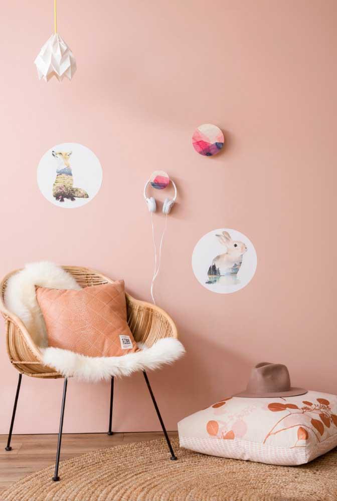 Gancho de parede feito de madeira e personalizado com uma pintura bem original