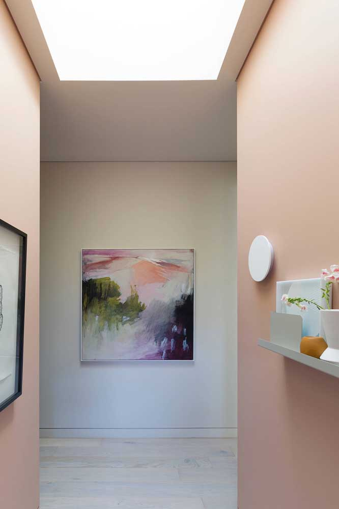 Pronto para ser usado, o gancho de parede no corredor pode socorrer você em alguns momentos do dia