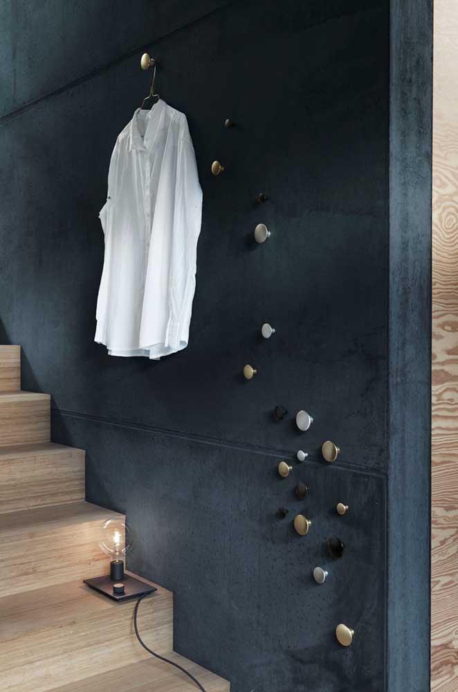 Sabe aqueles puxadores de armário? Eles podem se transformar em ganchos de parede!