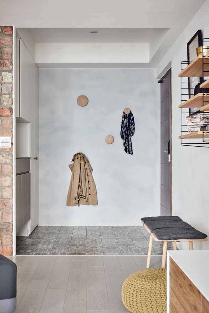 Ganchos de parede redondos de madeira: sucesso do Pinterest direto para o seu hall de entrada
