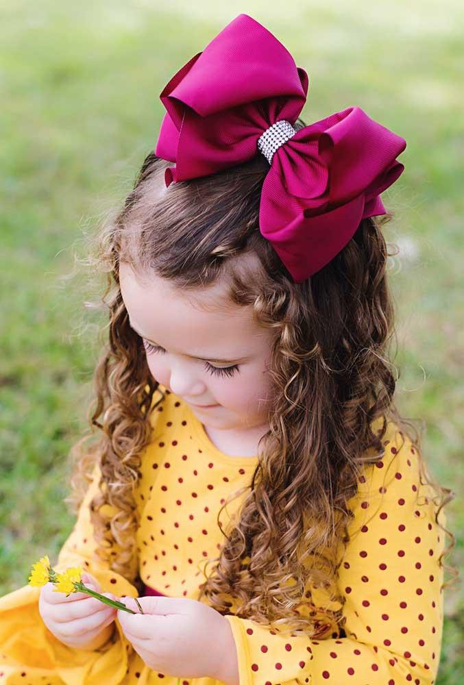 Laço de gorgurão grande para adornar os cabelos infantis
