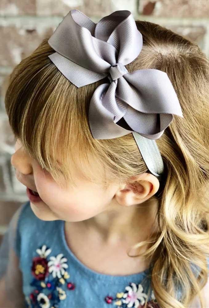 Laço de gorgurão cinza para a tiara de cabelo infantil