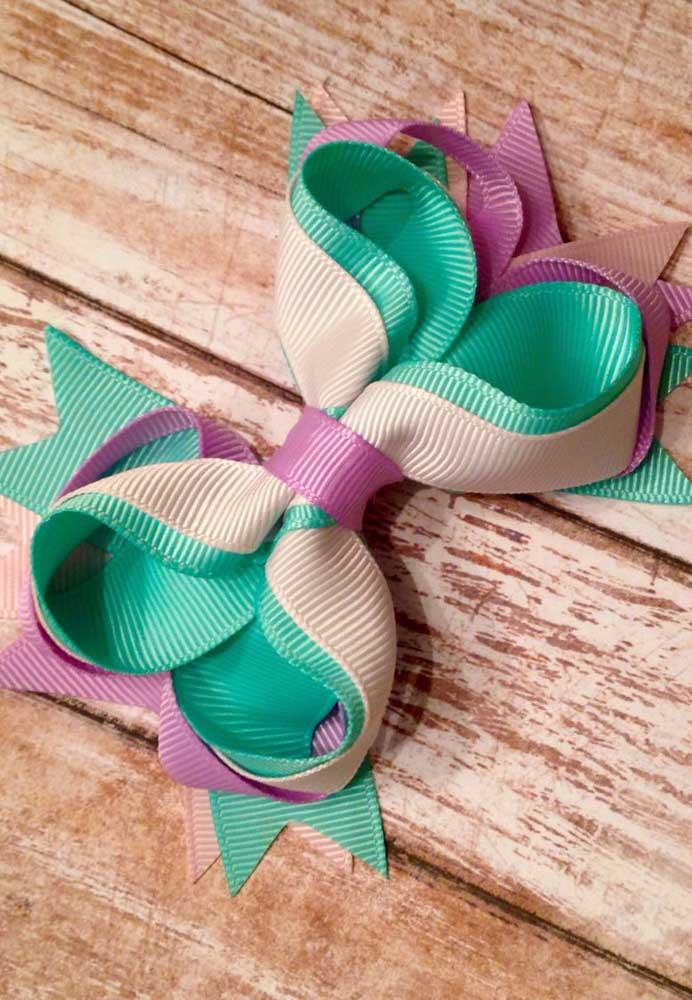 Combine suas cores preferidas e faça o seu próprio laço de gorgurão duplo