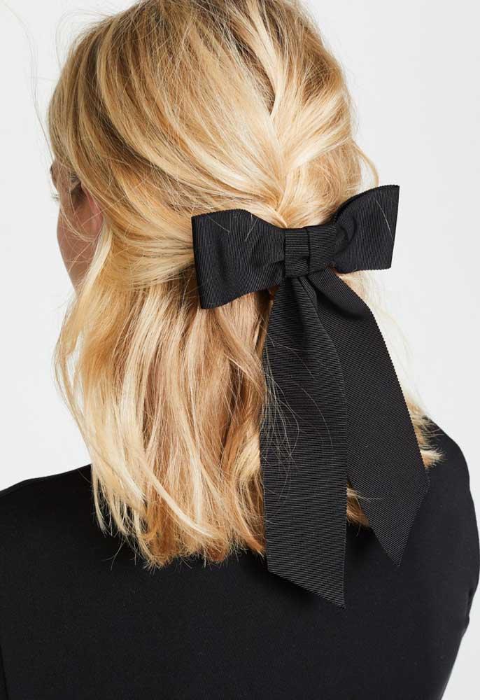 Para quem busca estilo e sofisticação, o laço de gorgurão preto é uma ótima pedida