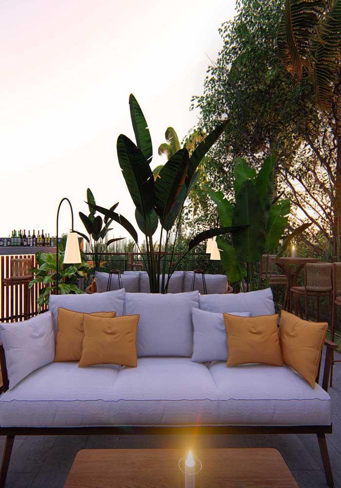 Quer um sofá estofado no terraço? Então invista nos tecidos impermeáveis!
