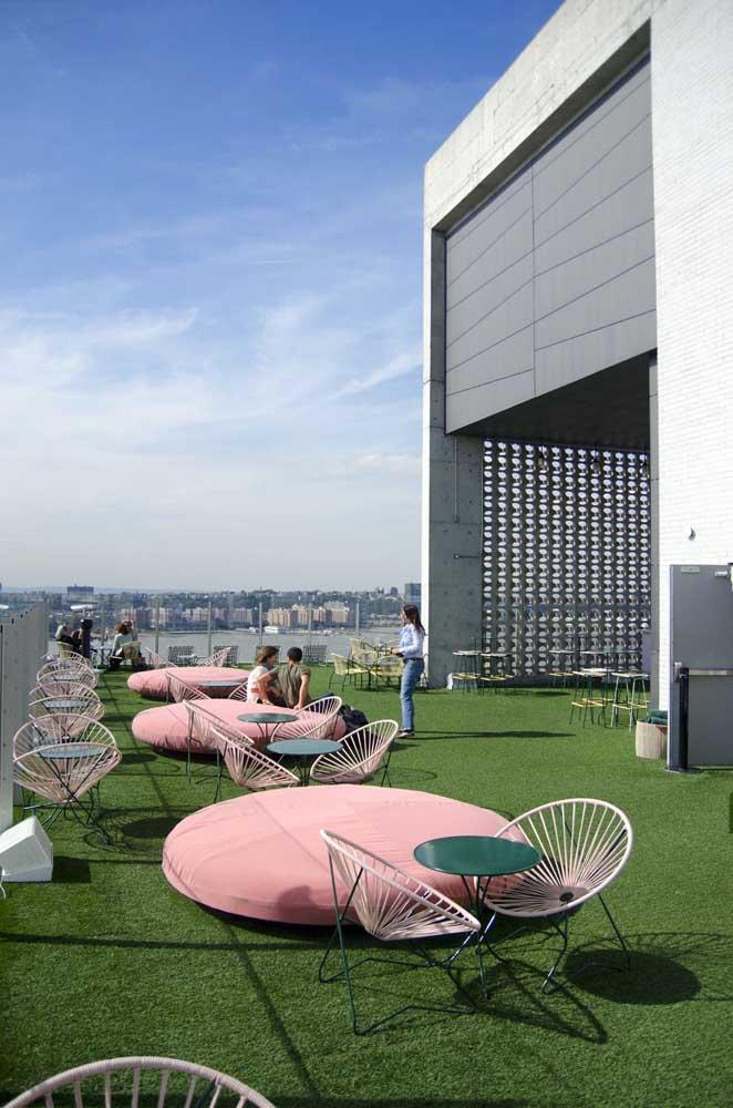 Que charme esse terraço coletivo cheio de cadeiras Acapulco!