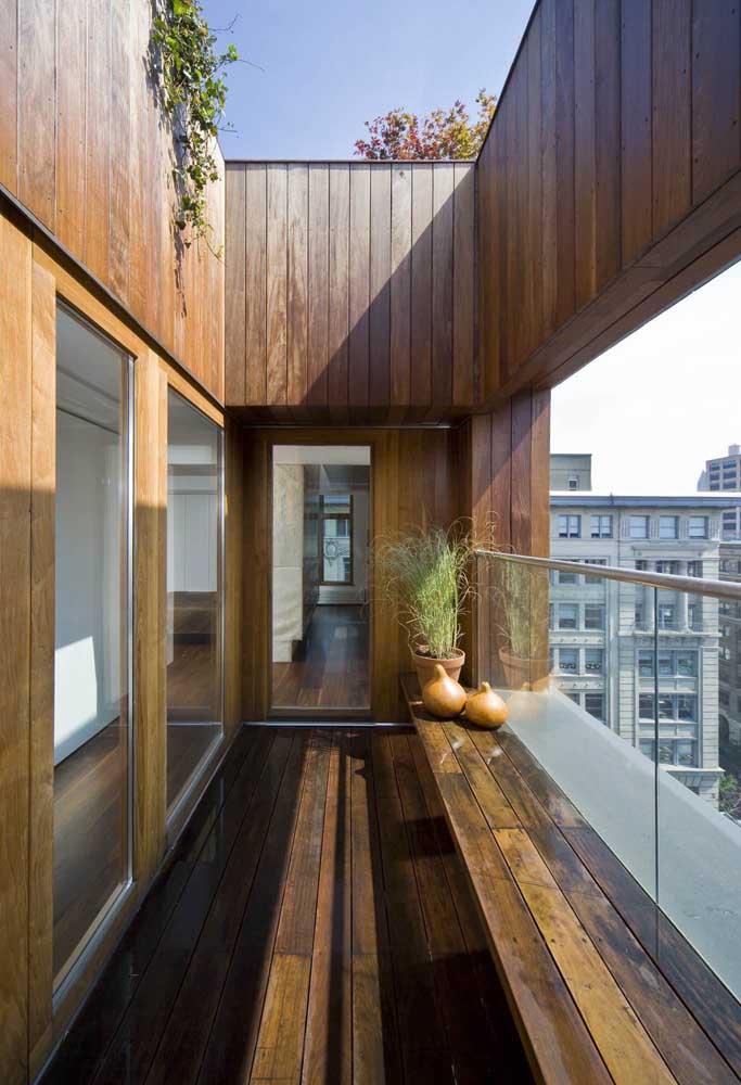 E o que acha de revestir todo o terraço com madeira?