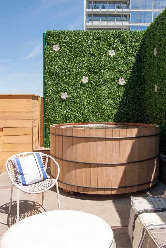 Uma jacuzzi para curtir os dias de sol no terraço