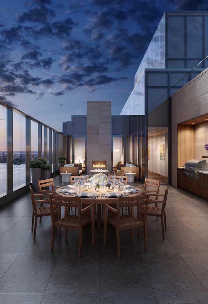 O espaço gourmet no terraço permite preparar uma refeição completa sem precisar ficar indo e voltando na cozinha