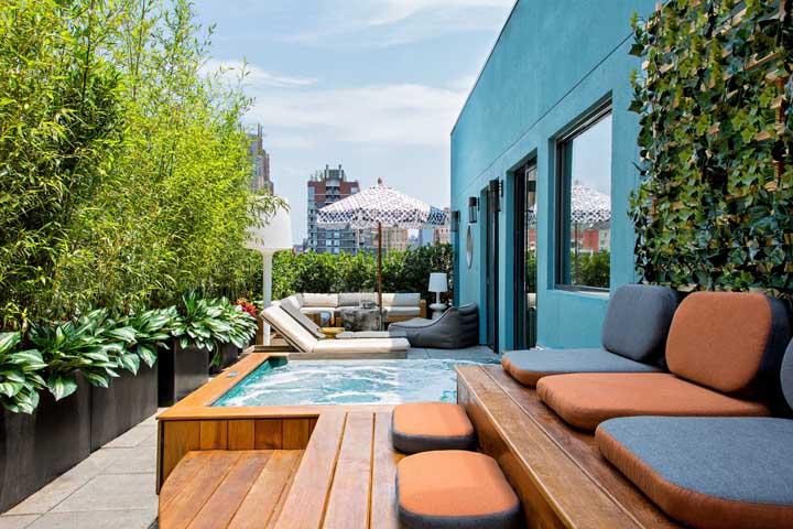 E quem falou que em terraço pequeno não dá para ter piscina?