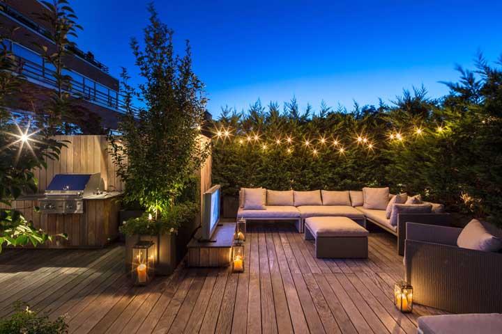 E que tal colocar uma TV no terraço?